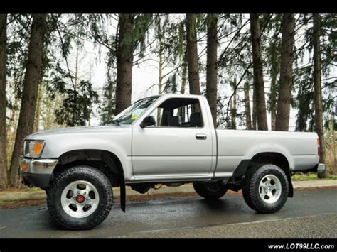 toyota pickup deluxe dr    speed manual  speed manual  door truc classic