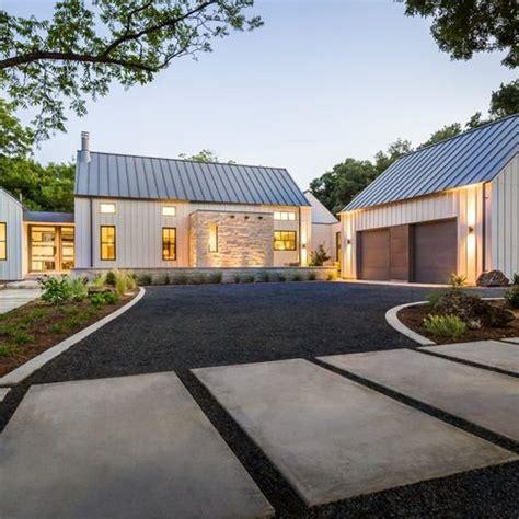 Garage Farm by Modern Farmhouse In Dallas Farmhouse Exterior