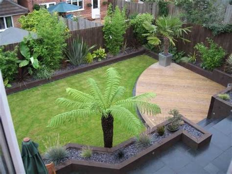 small garden makeover  fences paving sleepers