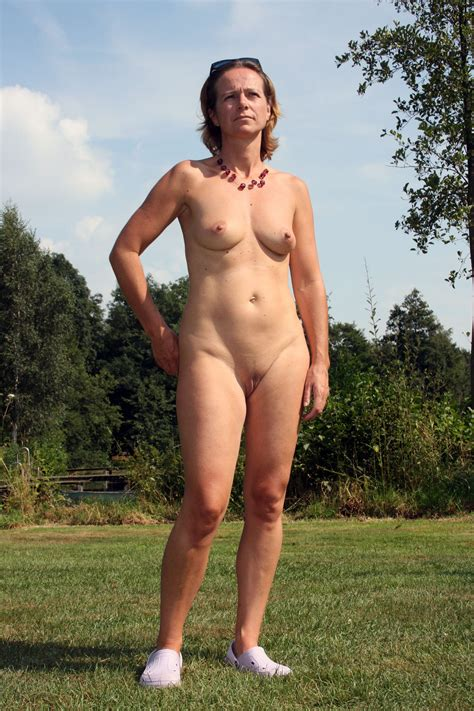 MATURE NUDE OUTDOOR In Gallery NUDE IN PUBLIC Picture