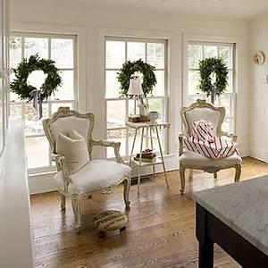 5 Gorgeous Christmas Window Dressing Ideas