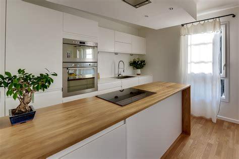 plan de travail cuisine chene aménager une cuisine avec un îlot sur mesure en chêne massif