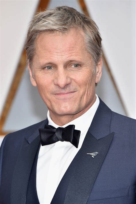 Viggo Mortensen in a black or blue tux at the 2017 Oscars