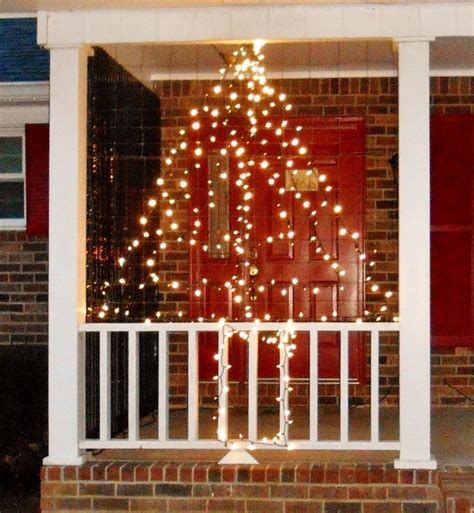 hometalk wire fencing turned christmas light decor