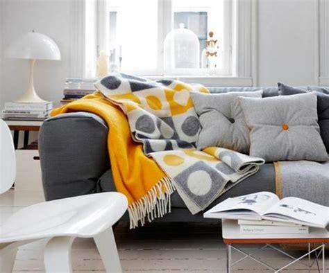 jeté de canapé jaune 15 jetés de canapé pour vous réchauffer