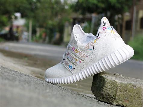 jual sepatu sport adidas yeezy boost yzy putih casual running cewek diskon di lapak 77 shop