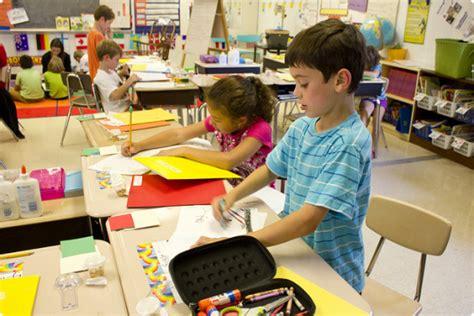 10 Diferenças Curiosas Entre Meninos E Meninas No âmbito Escolar Pequenada