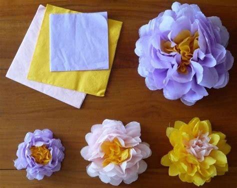 fiori con i tovaglioli di carta decorare la tavola con i tovaglioli di carta fai da te e