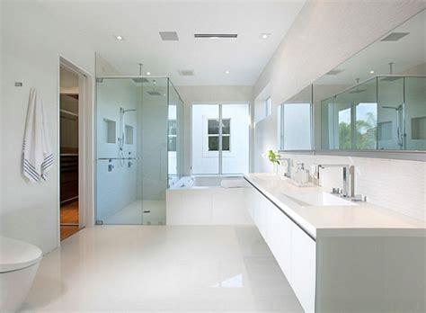 Clear Accessories In A Minimalist Bathroom-decoist