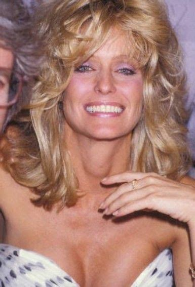 After seeing her performance in charlie's angels, many ladies desired to have a hairstyle just like farrah had in the movie. Pin by Danielle Sawyers on Farrah Fawcett   Oval face ...