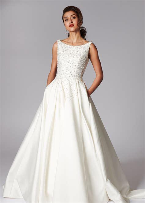 classic bateau neckline sleeveless wedding dress