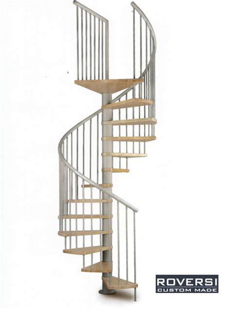 corrimano pvc scala a chiocciola con gradini in legno e corrimano pvc