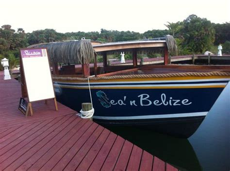 Glass Bottom Boat Tours Belize by Sea 珀拉什奇亞sea N Belize Glass Bottom Boat Excursions的圖片