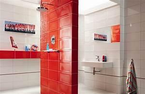Salle de bain coloree 55 meubles carrelage et peinture for Carrelage salle de bain rouge et gris