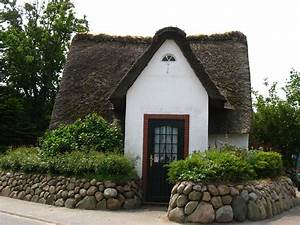 Tiny House Germany : thatched roof houses on pinterest cottages fairytale house and english homes ~ Watch28wear.com Haus und Dekorationen