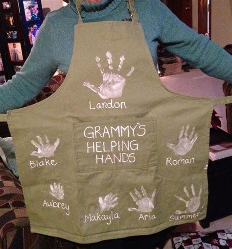 handprint apron gift  grandma diy christmas gifts
