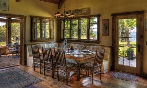 creer  beau decor avec une table dans le coin de la