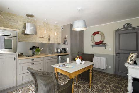 cuisine de charme ancienne idées relooking intérieur peinture sur meuble recup