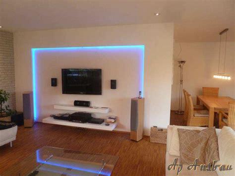 hintergrundbeleuchtung wohnzimmer glas pendelleuchte modern