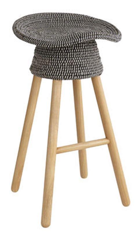 tabouret de bar rotin tabouret de bar coiled h 72 cm bois assise rotin gris chin 233 bois naturel umbra shift