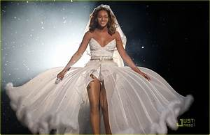 Beyonces wedding dress for sale for 30000 for Beyonce wedding dress