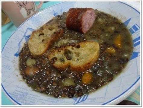 cuisiner saucisse morteau soupe de lentilles vertes à la saucisse de morteau