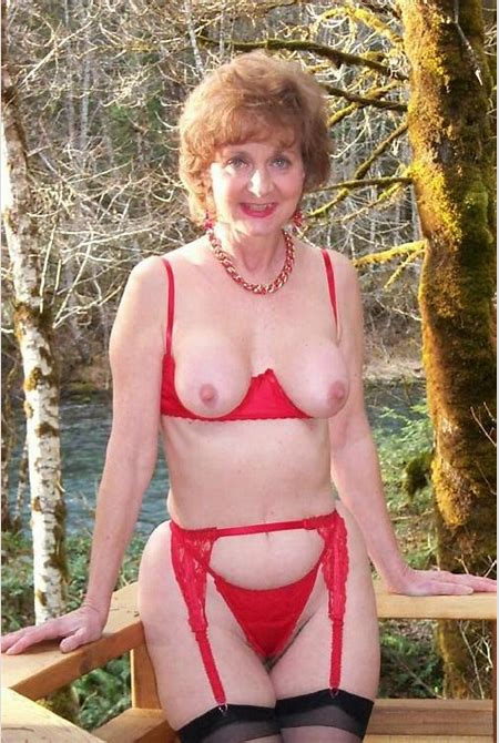 Granny Classy Carol From United States Hot Sexy - YOUX.XXX