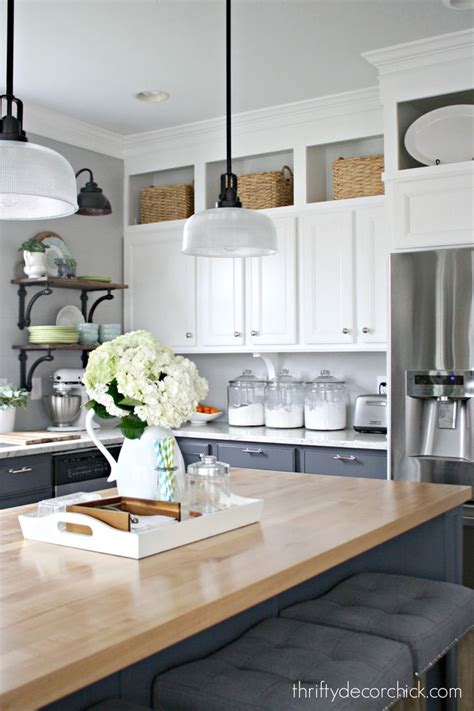 space between kitchen cabinets and ceiling kitchen cabinet height 9 foot ceilings theteenline org