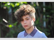 Boy excluded for having hair permed to look like rapper