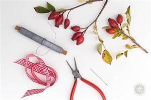Herbstdeko Selbst Gemacht : kleine kr nze aus hagebutten h bsche herbstdeko einfach selbst gemacht feiert glich das ~ Orissabook.com Haus und Dekorationen