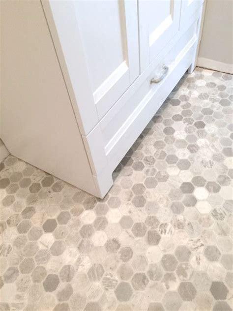 Tiling A Bathroom Floor Linoleum by Best 25 Vinyl Flooring Bathroom Ideas On