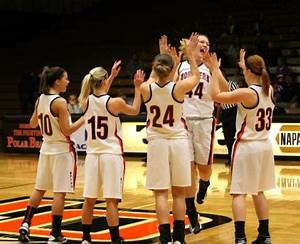 Women's basketball moves up three spots to No. 12 in ...