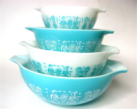 vintage pyrex collection   worth  fortune