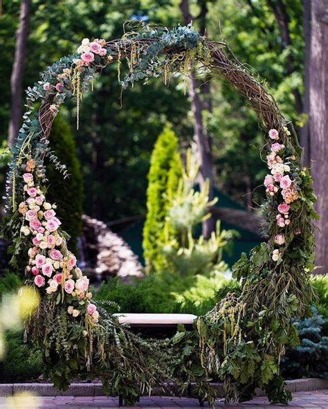 11 More Giant Wedding Wreaths The Hottest Wedding Trend