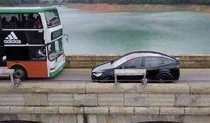 Tesla 4x4 Prix : un conducteur de tesla model x incapable de croiser un bus ~ Gottalentnigeria.com Avis de Voitures