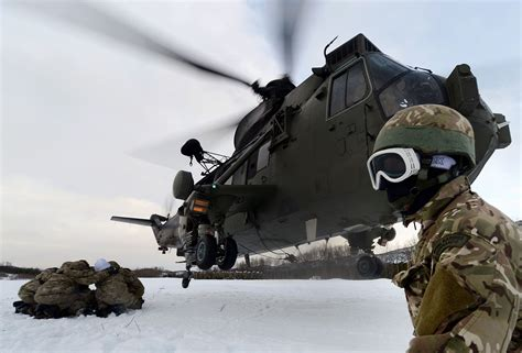 helicopter downwash military commando wikimedia aircraft marine