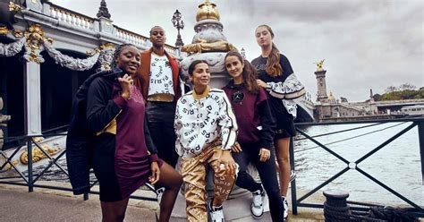 PSG Feminines Leave The Pitch Behind For A Photoshoot In ...