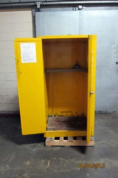 Justrite Flammable Cabinet Shelf by Lot 88 Justrite Safety Storage Cabinet For Flammable