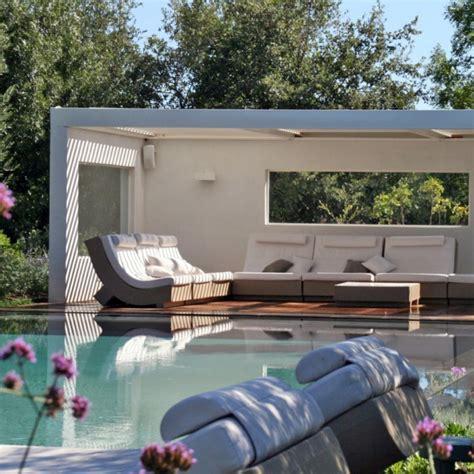 nettoyage de hotte de cuisine construction d 39 un pool house au bord de la piscine