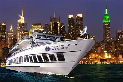 nyc  years eve cruises  hottest  year parties