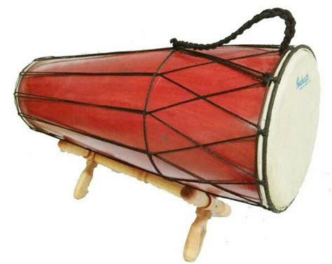 Alat musik ini juga disebut dengan alat musik membranofon, karena kompang menghasilkan suara yang sangat bergetar ketika dipukul. 30 Alat Musik Tradisional Indonesia yang Terkenal | BukaReview