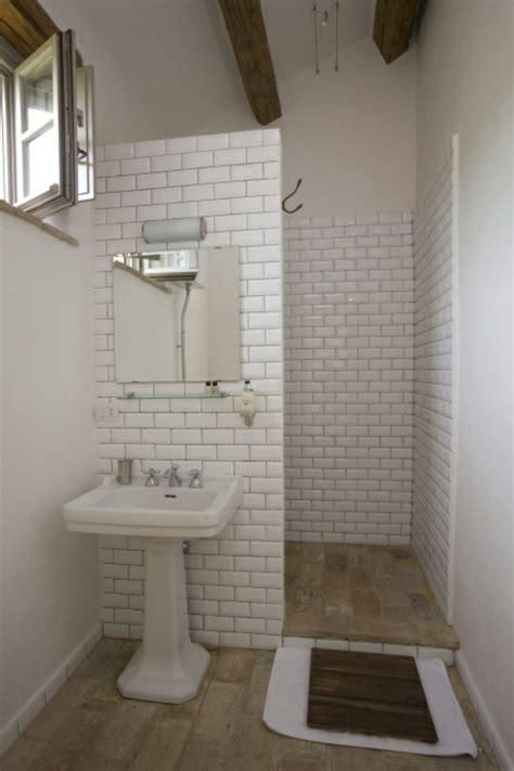Kleines Bad Wie Fliesen Verlegen by Kleines Bad Fliesen Helle Fliesen Lassen Ihr Bad Gr 246 223 Er