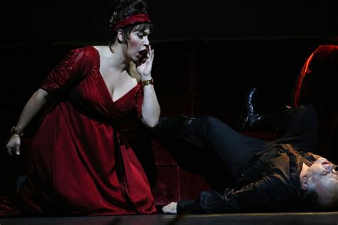 Review 'tosca' Returns To Metropolitan Opera With A