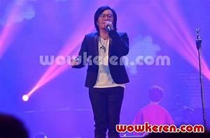 Foto Penampilan Ari Lasso di Konser 'Dua Ruang'