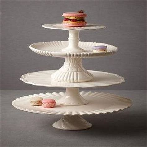 28621 buttermilk chocolate cake 103205 small glass cake stand and graham