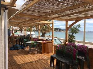 stunning terrasse bois originale ideas joshkrajcikus With jardin paysager avec piscine 5 terrasse en bois composite fiberon xtrem galaxy jardin