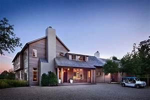 Breathtaking modern farmhouse design in East Hampton