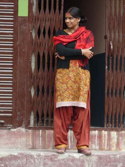 verhalten kleidung  nepal indien