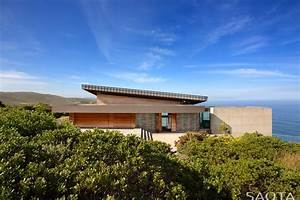 Gorgeous Ocean House with Perimeter Overflow Pool