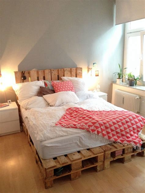 Bett Aus Europaletten Selber Bauen by Palettenbett Zum Tr 228 Umen Wohnen